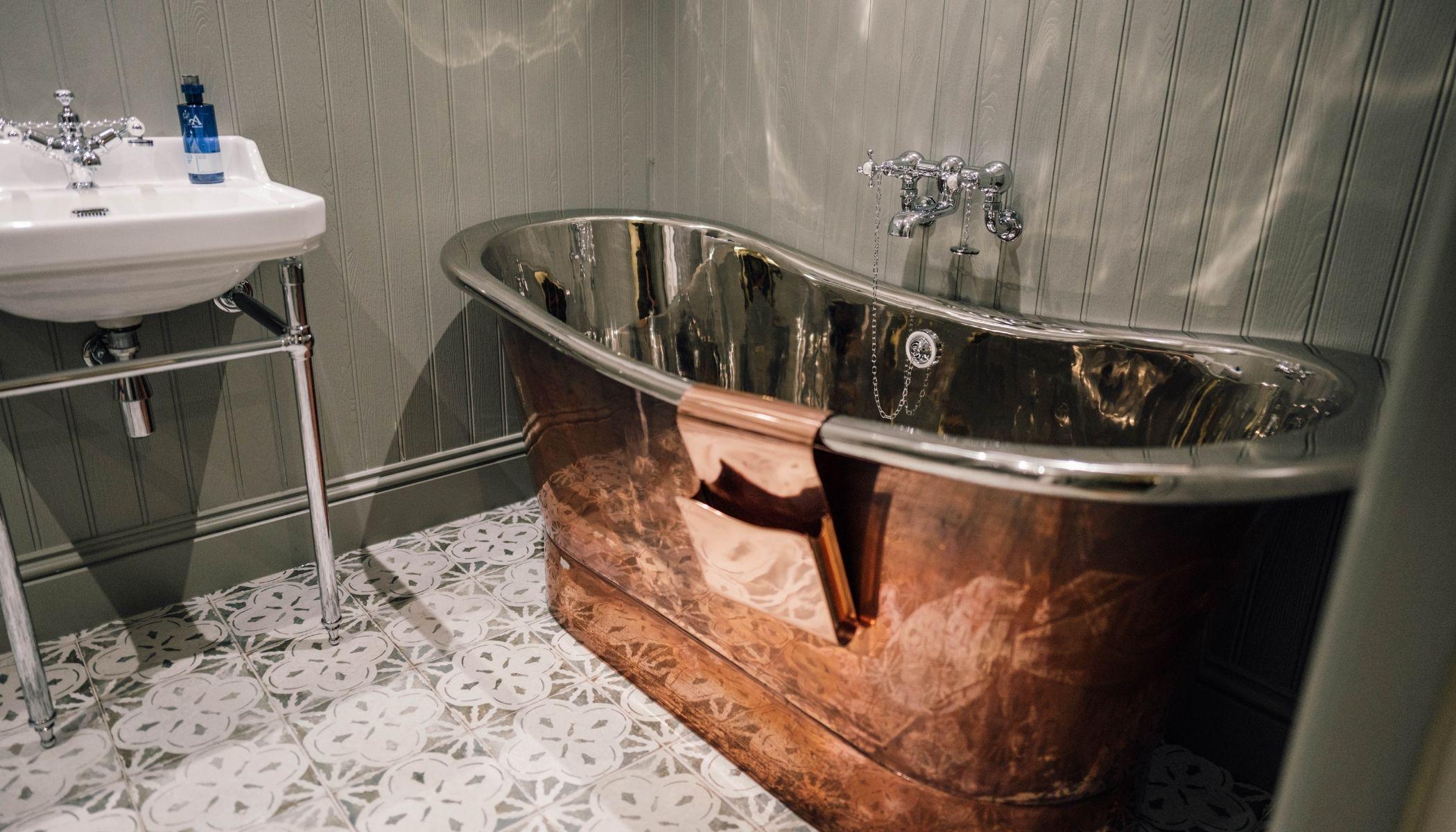 Beinn-Ratha - Copper Roll-Top Bath