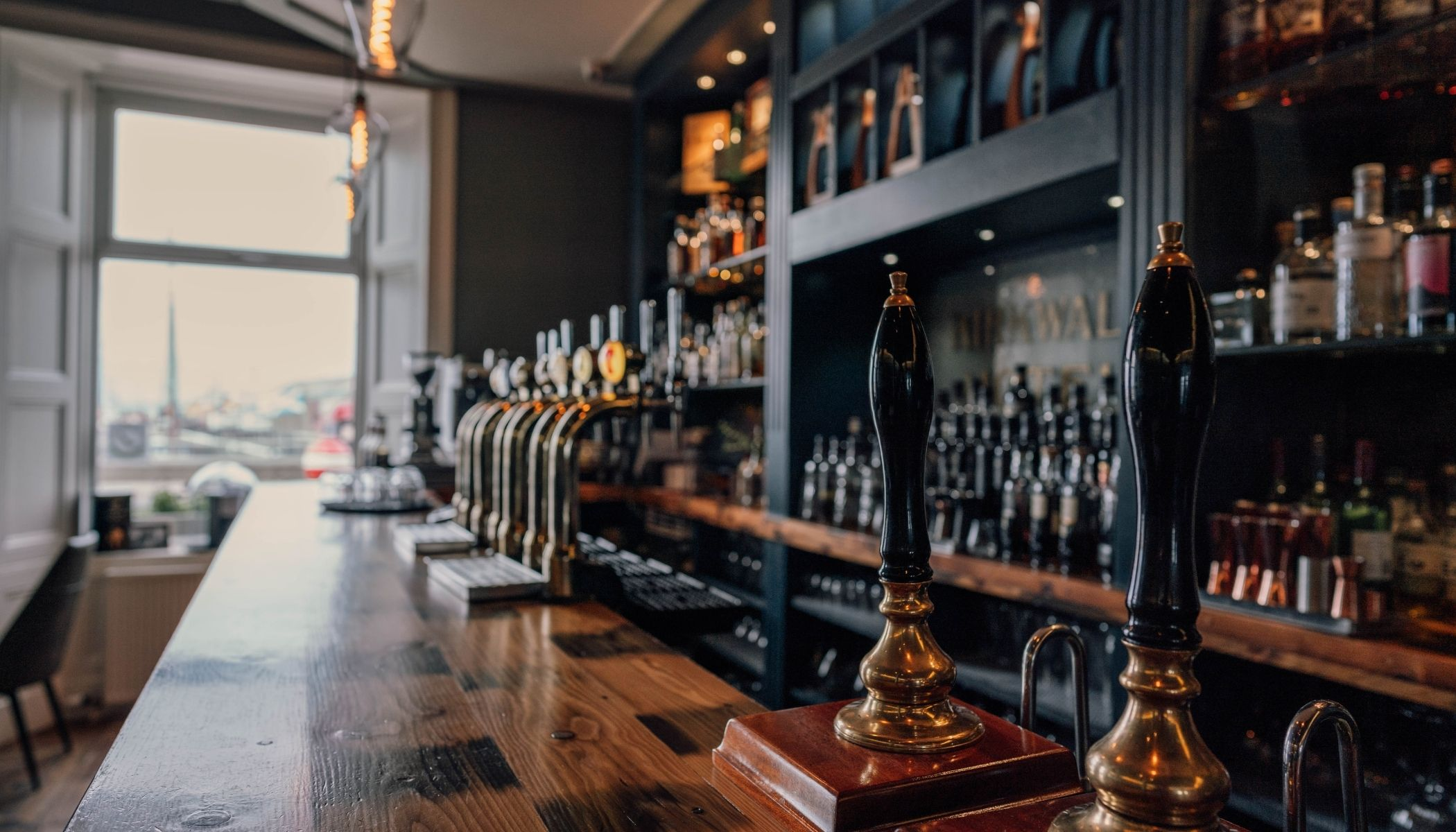 Enjoy Drinks in Highland Park Bar